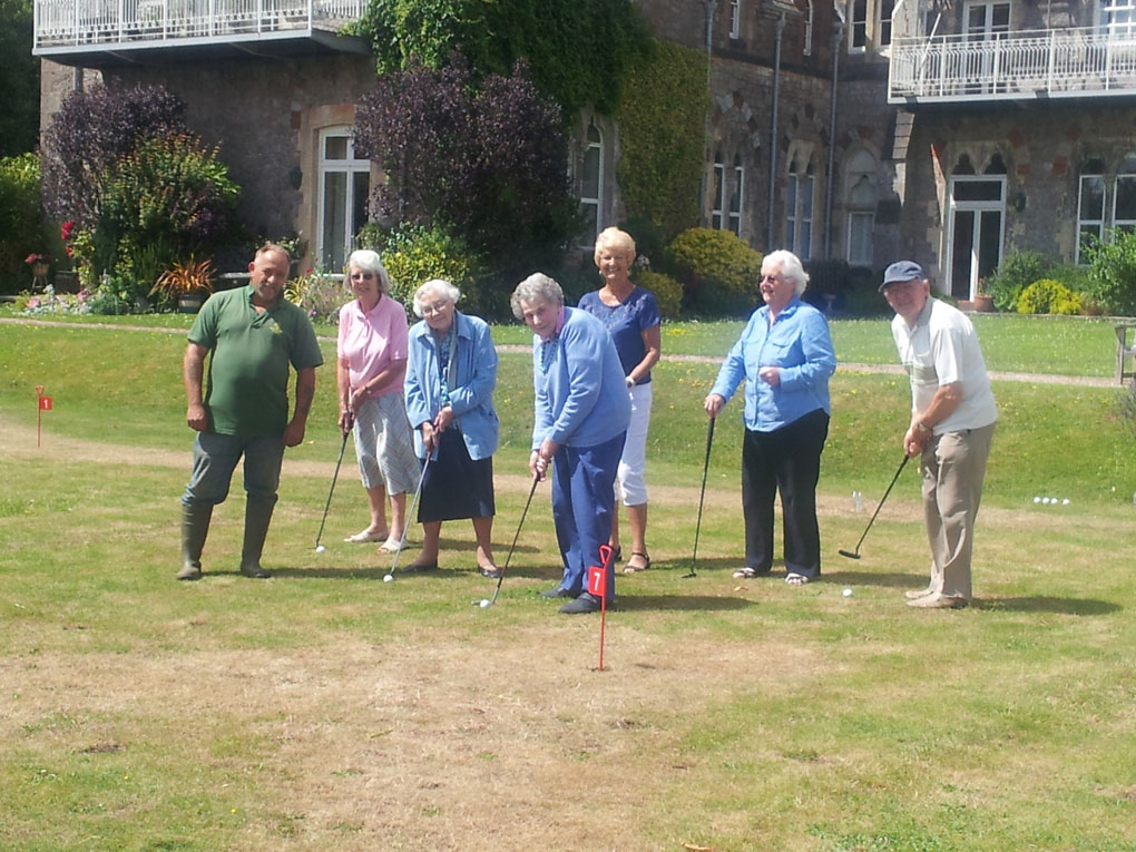 Residents-of-The-Priory-enjoying-the-new-Putting-Green-Facilites-2