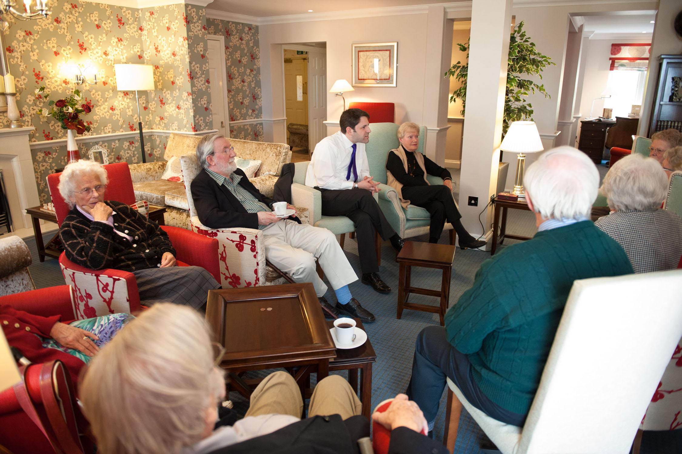 lounge-full-with-mp-1.original.jpg